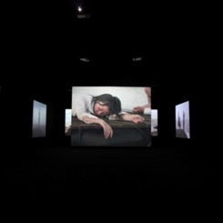 "Yang Fudong, ""Close to the Sea,"" 10-channel video installation, 23 mins, 2004.杨福东, 《靠近海》,十屏影像装置, 23分钟, 2004年。"
