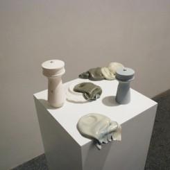 "Exhibition view of Eric Tabuchi's ""Monument to Progress"" at HKU/ Study Center Eric Tabuchi《前进的丰碑》的展览现场,香港大学上海学习中心。"