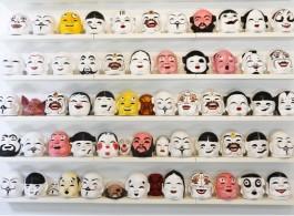 邱志杰, 《笑脸相迎邱志杰》,纸制面具,硅胶面具,尺寸可变,2013版权:常青画廊,圣吉米那诺/北京/ 穆琳,摄影:孟伟