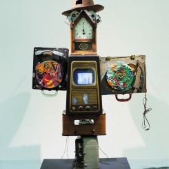 "Nam June Paik, ""Tolstoy"", mixed media, 2 TVs, 1 DVD, 86 x 40 x 31 cm, 1995 (detail)白南准,《托尔斯泰》,混合材质,2台电视,一台DVD,86 x 40 x 31 cm, 1995"