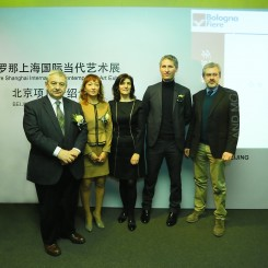 (L-R) Italy Bologna Exhibition Group President Duccio Campagnoli, Oriana Ouyang, General Manager of BolognaFiere China; Professor Stefania Stafutti, Director of Italian Cultural Institute, Beijing, Guido Mologni, Art Director for SHContemporary and Mr. Filippo Petz , Deputy Director, Italian Trade Commission.