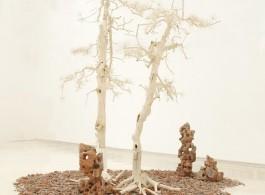 "Shi Jinsong, ""Pine Tree Garden"", trees and debris, dimension variable, 2012 史金淞,《雙松園》,樹木殘骸和建築殘骸, 尺寸可變,2012"