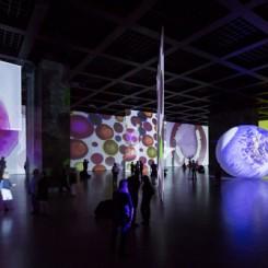 """Otto Piene, """"The Proliferation of the Sun"""", installation view, 2014 (Neue Nationalgalerie Berlin; photo: David von Becker)奥托•皮纳,""""扩散的阳光"""",展览现场,2014 (柏林新国家美术馆; 图片:David von Becker)"""