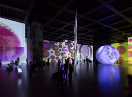 "Otto Piene, ""The Proliferation of the Sun"", installation view, 2014 (Neue Nationalgalerie Berlin; photo: David von Becker)奥托•皮纳,""扩散的阳光"",展览现场,2014 (柏林新国家美术馆; 图片:David von Becker)"