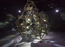 "Hu Jieming, ""Tai Chi"", kinetic video installation, projectors, motors, mechanical drives, sensors, fiberglass, aluminium, 8m x 3.7m x4.2m (H), 2014胡介鸣,《太极》,动态装置影像,投影机、电机、机械传动、传感器、玻璃钢、铝,8m x 3.7m x4.2m (H),2014"