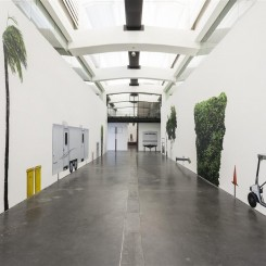 """The Los Angeles Project"", installation view, Alex Israel, UCCA. Photo: Yang Chao Photo Studio. Courtesy of UCCA《洛杉矶计划》展览现场,亚历克斯·以色列, 尤伦斯艺术中心。摄影:Yang Chao Photo Studio 照片由尤伦斯艺术中心提供"