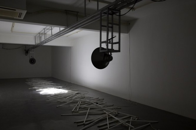 "Zhang Peili, ""Collision of Harmonies""?sound installation, track, speakers, computer, fluorescent light tubes, 2014 ???????????????????????????????2014"