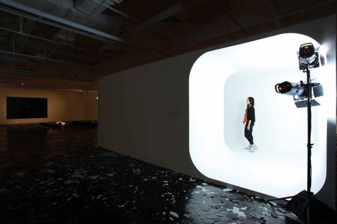 """Countershadows"" at ICAS Installation view《对影:逃避的策略》展览现场,新加坡当代艺术学院"