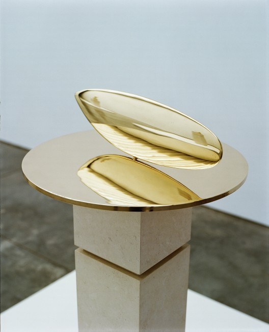 "Constantin Brancusi, ""Le Poisson,"" polished bronze, 13 1/2 x 42 x 3 cm, 1926. Photo: Copyright The Artist; courtesy of Paul Kasmin Gallery."