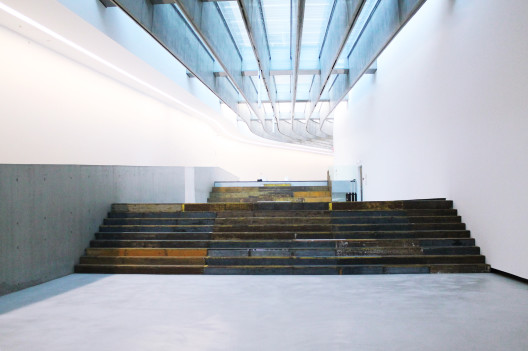 "Cevdet Erek, ""A Room of Rhythms – Curva"", installation view, MAXXI, 2014. Photo: Giorgia Romiti, courtesy Fondazione MAXXICevdet Erek, 《律动之屋-曲线》,展览现场,罗马二十一世纪国立现代美术馆,2014. 摄影: Giorgia Romiti,图片惠允:罗马二十一世纪国立现代美术馆基金会"
