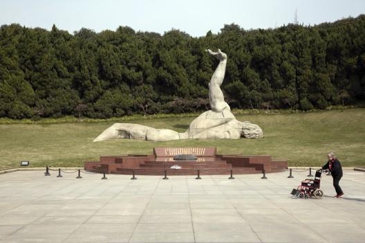 Statue, the Longhua Revolutionary Martyr's Cemetery