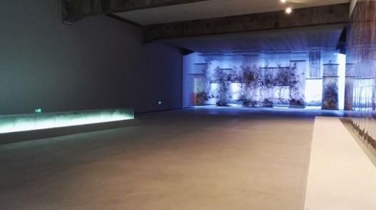 """夏小万个展""""自转""""展览现场,北京民生现代美术馆"""