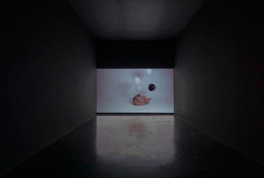 胡晓媛,《砰》,单频录像,2015