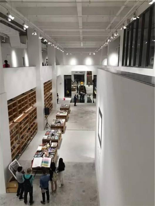 三影堂厦门摄影艺术中心展出森山大道丝网作品个展《断片》