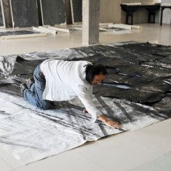 Zheng Chongbin in his studio .(Image courtesy Ink Studio).