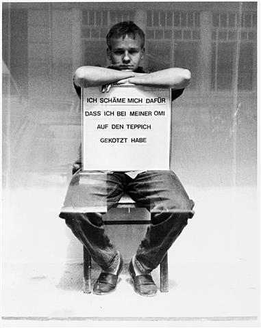 """克里斯坦·扬可夫斯 基,《羞辱盒子》,录像 剧照,2012  / Christian Jankowski, """"Shame Box"""", video stills, 2012"""