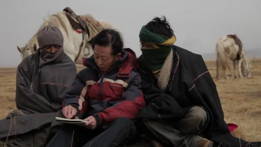 "沈莘,《细数幸福》,录像剧照,2015 / Shen Xin, ""Counting Blessings"", video still, 2015"