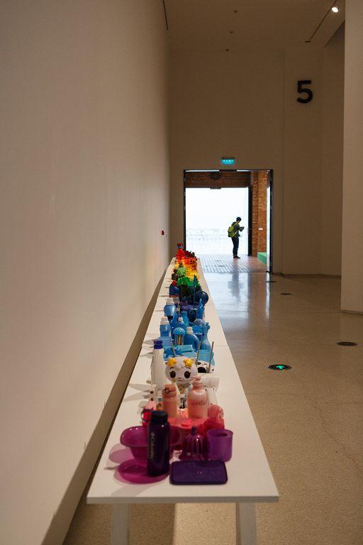 李景湖,《彩虹》,废旧用品,尺寸可变,2009