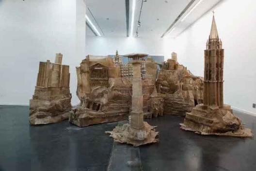 刘韡,《世界之墙 W-IOW》, 牛皮,Oxhide,600x300x200cm,2009