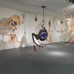 "丘萨克·司瑞克,《自由形式是一种珍贵的祝福》,皮影,可变尺寸,2008. Chusak Srikwan, ""Free from avariciousness is a precious blessing"", cowhide carving, dimensions variable, 2008"