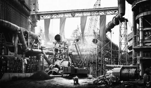 侯帅,《钢铁工厂》,摄影、爱普生艺术微喷、哈内姆勒摄影纯棉硫化钡纸基纸,88×150cm,2014