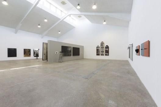 出墙——面对装置诱惑的绘画,展览现场