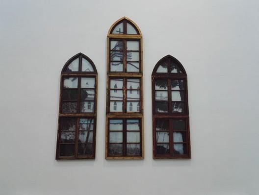 李青,《乡村教堂》,木、有机玻璃、油彩,250X90X2cm,2016 Li Qing, Rural Church, wood, oil on plexiglass, 250X90X2cm, 2016