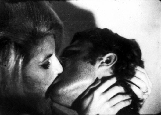 Andy Warhol, Kiss, 1963 (1) Andy Warhol, Kiss, 1963.16mm film, black and white, silent, 54 minutes at 16 frames per second© 2016 The Andy Warhol Museum, Pittsburgh, PA, a museum of Carnegie Institute.