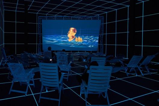 黑特·史德耶尔,《太阳工厂》,展览现场,2015  Hito Steyerl,