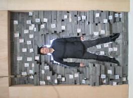 """林一林,《ⅩⅩ亿零一个 Ⅲ》,装置,1998 . Lin Yilin, """"Ⅹ Billion-and-First Person Ⅲ"""", installation view, 1998."""