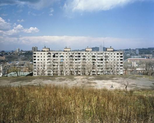 亚历山大·格朗斯基,《少于一》系列,摄影,2006–2009(图片由艺术家提供)/ Alexander Gronsky, Less Than One series, photography, 2006–2009 (courtesy the artist)