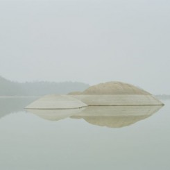 "Chen Zhuo , ""The rocker in the lake"", archival ink-jet print, 80 X 63.5 cm, 2015, courtesy Hunsand Space陈卓, ""废湖里的礁石"", 收藏级喷墨打印,80 x 63.5 cm, 2015, 鸣谢拾萬空间"