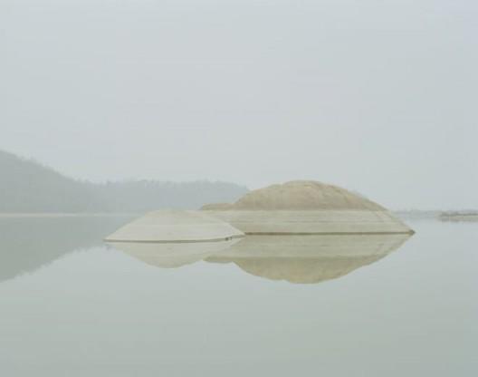 "Chen Zhuo , ""The rocker in the lake"", archival ink-jet print, 80 X 63.5cm, 2015, courtesy Hunsand Space陈卓, ""废湖里的礁石"", 收藏级喷墨打印,80 X 63.5cm, 2015, 鸣谢拾萬空间"