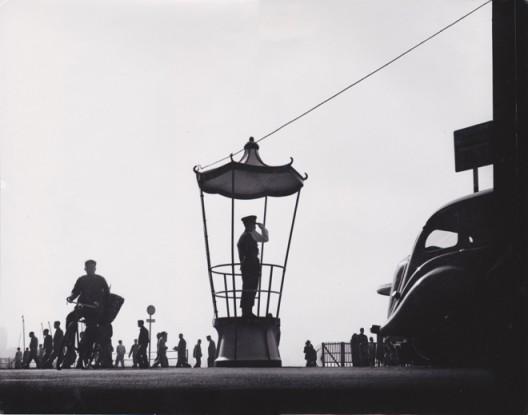 """何番,""""建筑工地"""",银盐黑白图片, 15 x 32.8 cm, 1979. Fan Ho, """"Construction Pattern,"""" vintage silver gelatin print, 15 x 32.8 cm, 1979"""