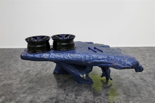 "关小,《蓝蛙》,雕塑,黄铜、汽车轮壳,164 × 120 × 7 cm,2015 / Guan Xiao, ""Blue Frog"", sculpture, brass, car wheel, 105 × 200 × 70 cm, 2015."