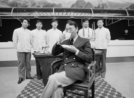 刘香成,《陈宣远在建国饭店》,喷墨打印,65 × 90 cm,1980 / Liu Heung Shing, Clement Chen Jr. at Jianguo Hotel, inkjet print, 65 × 90 cm, 1980