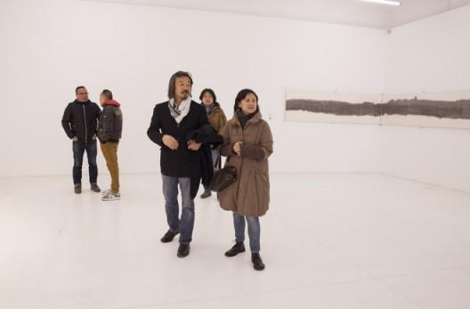艺术家黄锐出席《自己》开幕