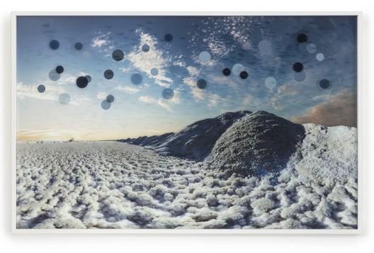 《干旱》  影像装置  UV打印摄影,玻璃、铝  2013 /  《The Drought》 video installation 2013