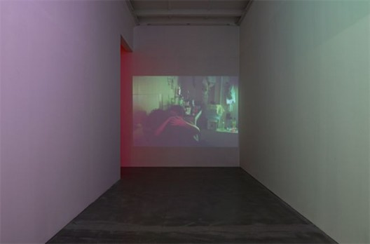 杨沛铿,《艺术家工作室派对》,图像投影,尺寸可变,2012 Trevor Yeung, Artist studio party, JPEG Image, digital projection, Dimension variable, 2012