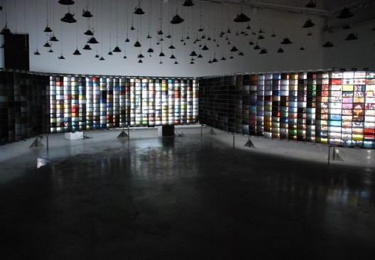 "Hu Jieming, ""100 Years in 1 Minute"", video, multi-channel, animation, installation, 1656 x 1400cm, 2010 胡介鸣,《一分钟的一百年》,视频、多屏动画、装置,1656 x 1400cm,2010"
