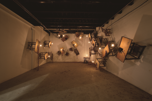 课堂作业,鞭炮制作台、儿童凳子、鞭炮、电灯,600x800x400cm,2011