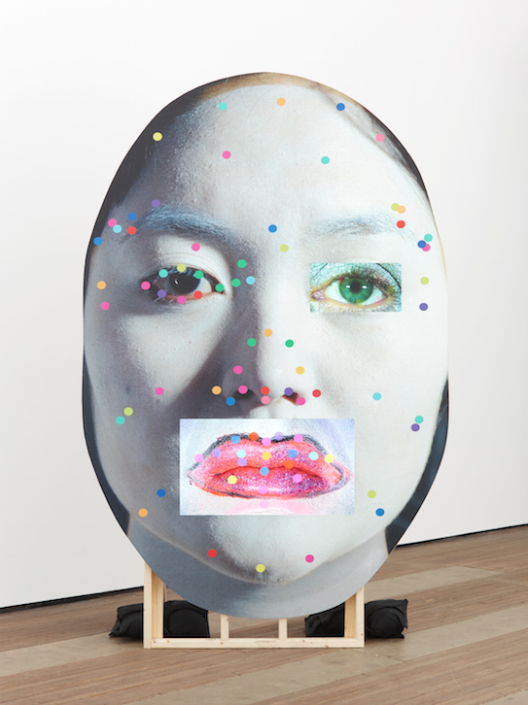 "Tony OURSLER, ""EUC%"", 2015, Wood, inkjet print, LCD screens, USB flash drives; sound performed by Holly Stanton, Jim Fletcher, and Brandon Olson, 271 × 182 × 7 cm, Courtesy of the K11 KollectionTony OURSLER,《EUC%》,2015,木、噴墨列印、液晶顯示屏、USB快閃記憶體;Holly Stanton、Jim Fletcher、Brandon Olson聲音演出,271 × 182 × 7 公分,鳴謝K11藝術典藏"