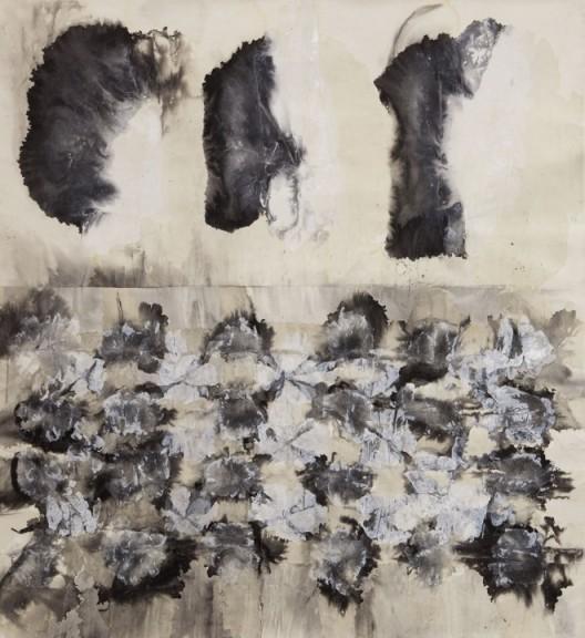 插图16 《墨迹5号》(二〇〇〇年作,宣纸、墨、丙烯,纵一七〇厘米,横一六〇厘米)