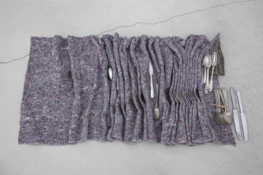 "Phillip Lai, ""Skin and bones"", Cutlery, transit blanket, thread, string, leather, 5.5 x 84 x 51 cm , 2014 菲利普·赖,《Skin and bones》,餐具、中转毯、线、绳、皮革,5.5 x 84 x 51 cm ,2014"