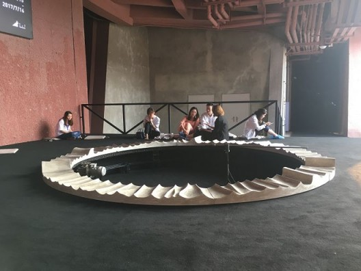 """Feng Chen's kinetic sound installation, """"w"""" as part of the opening exhibition """"Creating Spaces"""" exploring the synchronizations between the visual and the auditory, (image courtesy of the artist)  冯晨,《W》,装置,尺寸可变,2017(图片由艺术家提供) 。开馆展""""创造空间中,冯晨的这件运动声音装置作品探讨了视觉与听觉之间的同时性。"""