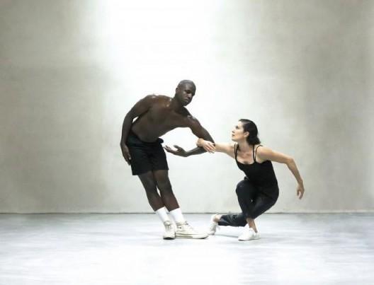 Transcultural Protocol, performance by Rachel Monosov & Admire Kamudzengerere, 2017. ThalieLab © Cici Olsson