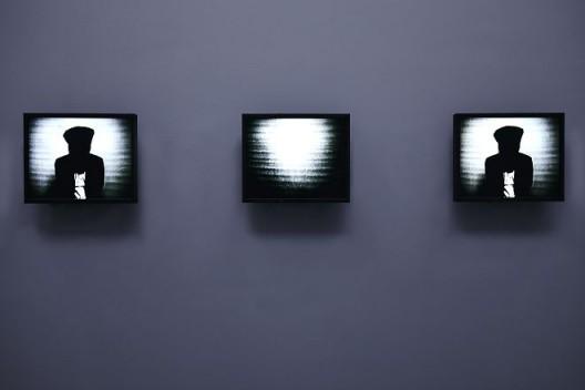 《闪光》,录像/无声/3分30秒/多频道录像/循环放映,1983/1984(图文资料由长征空间提供,拍摄:陈又维)