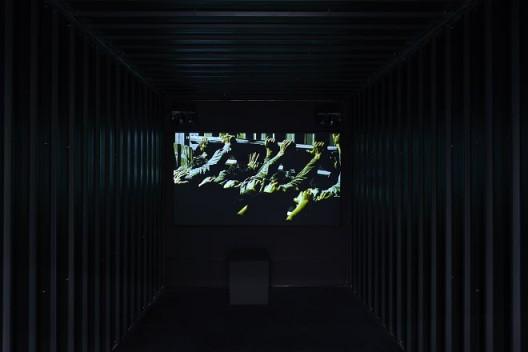 《推移者》,35mm转蓝光光盘/彩色/有声/17分15秒/单频道录像/循环放映/铁皮屋,2007-2008(图文资料由长征空间提供,拍摄:陈又维)