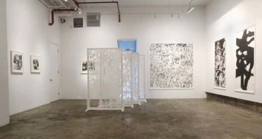 Installation view of Poetry and Painting at Chambers Fine Art, New York 纽约前波画廊《王冬龄:诗与画》展览现场