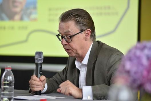 作家、皇家美院艺术与建筑课程导师 Andrew Brighton 发言